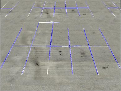 画有霍夫线的停车场